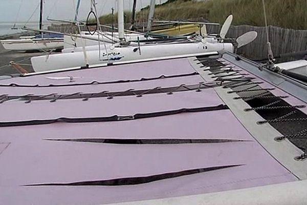 13 catamarans de l'école de voile de Saint-Martin-de-Bréhal ont été lacérés dans la nuit de lundi à mardi