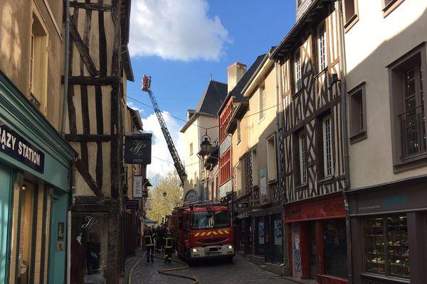 Un incendie 9 place Sainte-Anne à Rennes, dans un immeuble ancien