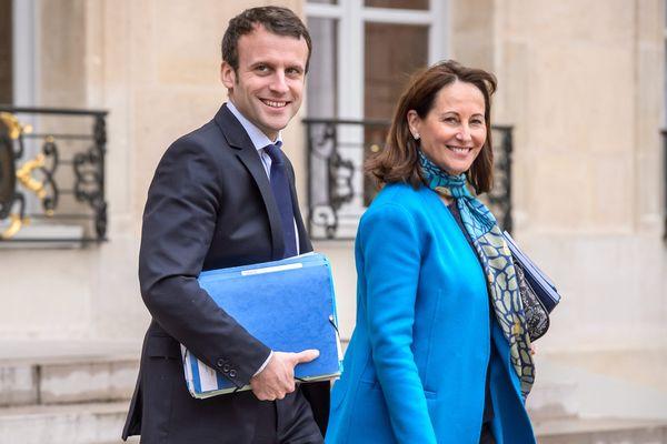 Le ministre de l'Economie Emmanuel Macron et la ministre de l'Ecologie Ségolène Royal en sortie du conseil des ministres au Palais de l'Elysee (mars 2016).