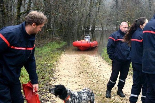 Les pompiers du Lot ont sauvé de la noyade trois chasseurs et leur chien tombés dans la rivière Dordogne