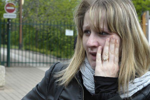Cécile Bourgeon lors de la reconstitution de la disparition de sa fille Fiona, le 17 mai 2013 au parc Montjuzet à Clermont-Ferrand.