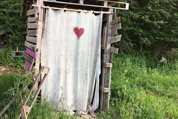 Une cabane sur la Zad de Notre-dame-des-Landes, le 22 mai 2018