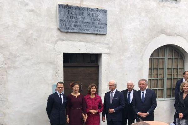 la famille royale de Suède accueillie par François Bayrou au musée Bernadotte de Pau, sur les traces de leur ancêtre.