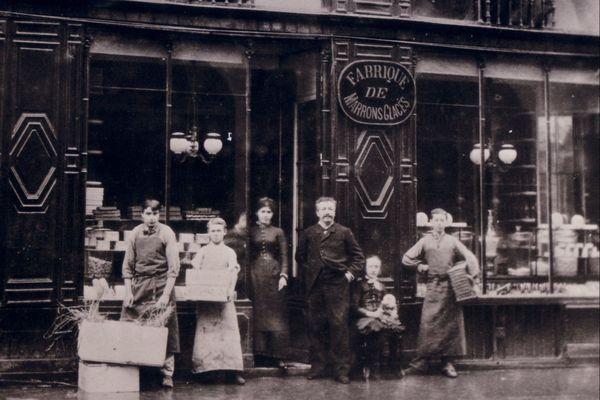 La Petite Friande et son équipe en 1904.