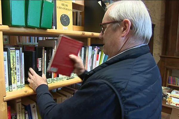 Bruno Lesfargues est 1er adjoint de la commune. Il s'occupe de la bibliothèque municipale bénévolement.