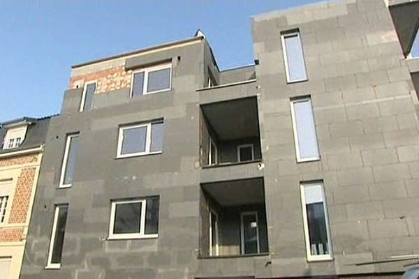 La construction de ces logements neufs a été stoppée l'été dernier, après la mise en liquidation du promoteur.