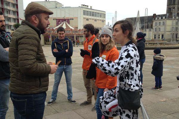 Samedi 13 janvier 2018 à Limoges, l'association L214 proposait aux Limougeauds de manger sans viande, sans lait et sans oeuf.