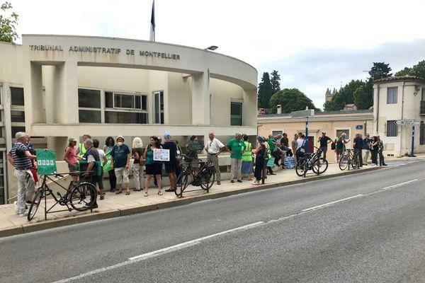 la mobilisation des riverains devant le tribunal administratif de Montpellier en juillet 2020.