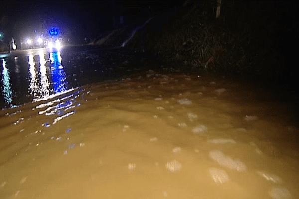 Une route inondée à Trévérien près de Tinténiac en Ille-et-Vilaine ce jeudi vers 23h30