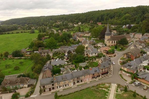Vers le Bec-Hellouin, dans l'Eure, les nuages resteront prédominants tout au long de la journée.