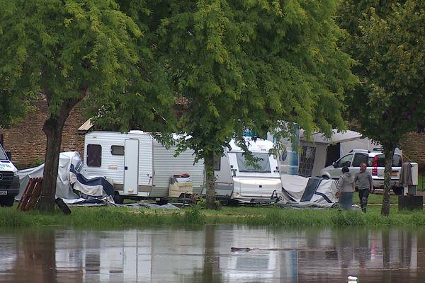 Des résidents d'un camping situé au bord de Saône en Haute-Saône ont dû évacuer en raison de la montée des eaux.