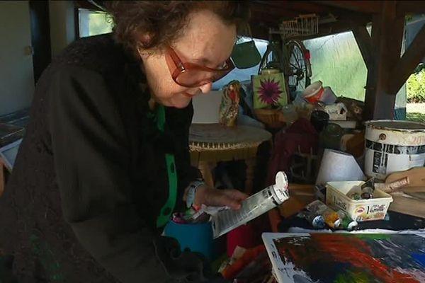 Jacqueline Denichou, chez elle, dans son atelier à Saint-Léonard-de-Noblat.