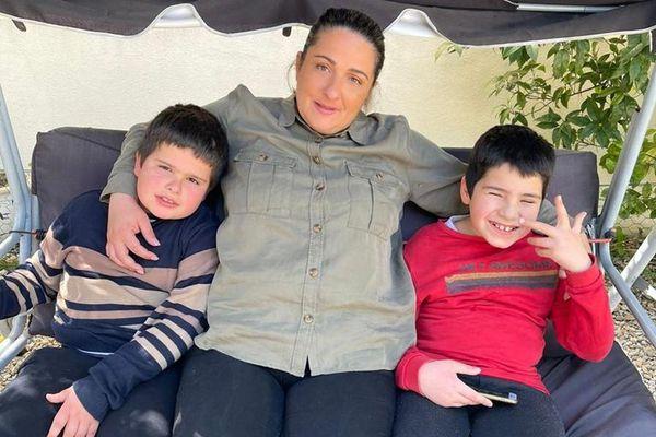 Sabrina Diaz et ses jumeaux âgés de 8 ans et demi.