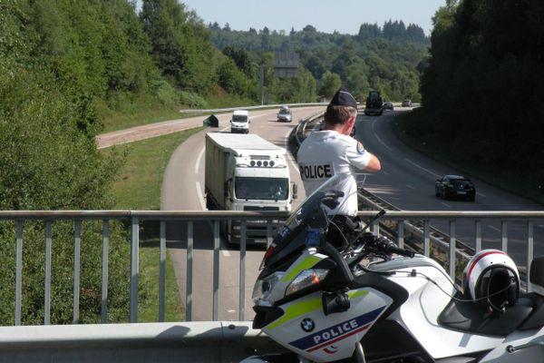 Les deux individus ont été interpellés alors qu'ils faisaient une course à respectivement 243 et 245 km/h.