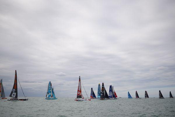 Vue d'ensemble des voiliers en lice pour la Transat à bord du bateau arbitre.