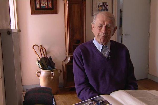 Georges Bonnet, à son domicile de Poitiers, en 2012.