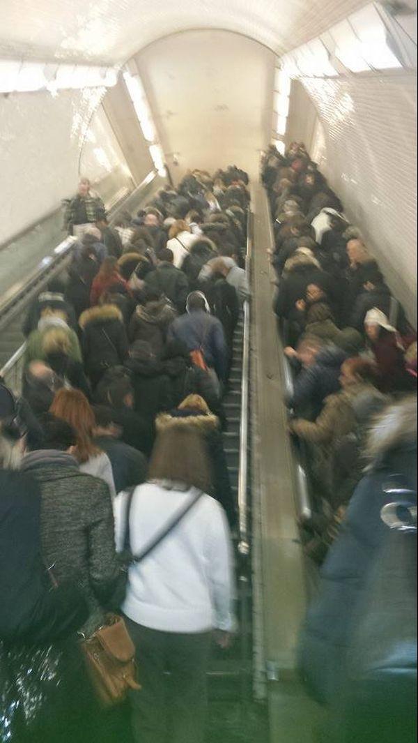 Photo prise par une internaute à la sortie du RER E à St Lazare, pour accéder aux différentes correspondances du métro.