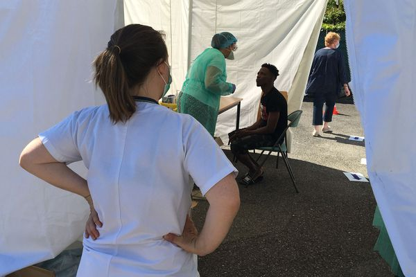 Plus de 200 résidents et membres du personnel ont été testés après la découverte de cas de coronavirus.