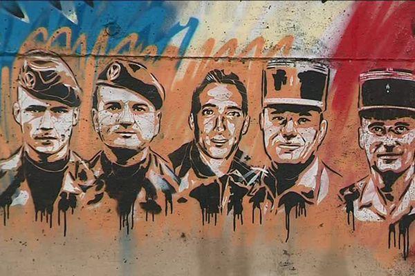 Sur cette fresque, le portrait des militaires disparus lors du drame.