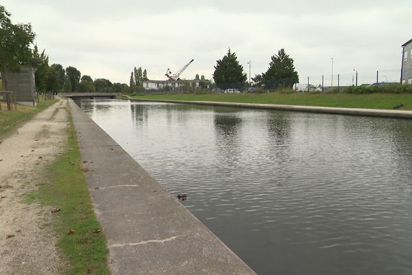 C'est dans ce canal qu'a été retrouvé le corps sans vie d'un jeune homme de 28 ans le 19 juillet 2016.