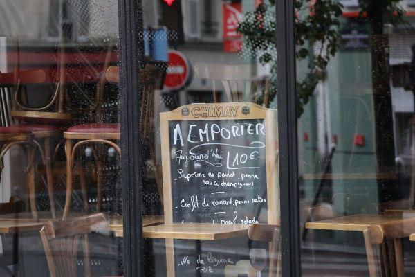 Nombreux sont les restaurateurs à avoir fermé leurs portes avec ce nouveau confinement. À Clermont-Ferrand, dans le Puy-de-Dôme, certains ont relancé leur dispositif de vente à emporter. Même si l'inquiétude et l'incompréhension demeurent face à ces nouvelles décisions