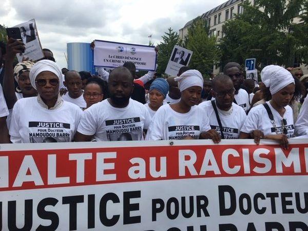 Rouen le 26 juillet 20189 : la famille de Mamoudou Barry en tête de la marche blanche