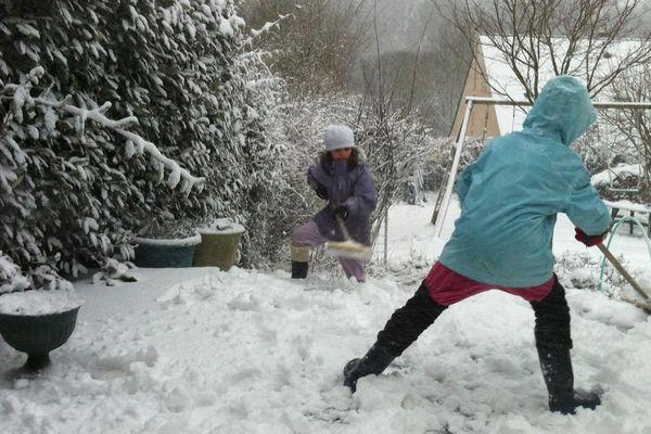 Bonne épaisseur de neige à Plaintel (22)