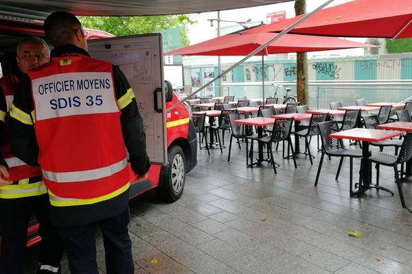 Les pompiers rennais ont pris place autour de la station Sainte-Anne.