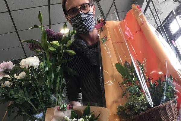 À 11h, les derniers bouquets de Benjamin Bourrier, gérant de Fleurs et Tendances à Vandoeuvre-lès-Nancy.