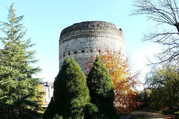 La Tour de Vésone est un des vestiges de l'époque gallo-romaine, qui rend hommage à la déesse Vesunna