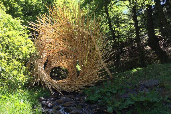 Le collectif Ma.Gy a installé le Trou de vert au pied du Sancy avant l'été 2019. Cette oeuvre éphémère a depuis été démontée pour laisser la place à la nature.