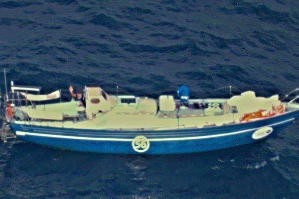 Photo prise d'un avion de la Marine Australienne, au moment de porter secours au skipper Loïc Lepage