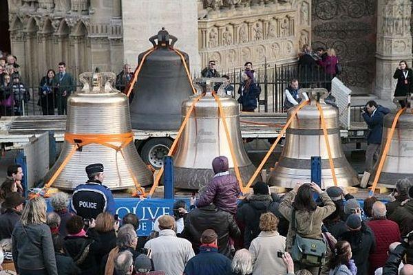 Les cloches de Villedieu sur le parvis de Notre-Dame-de-Paris, jeudi 31 janvier 2013