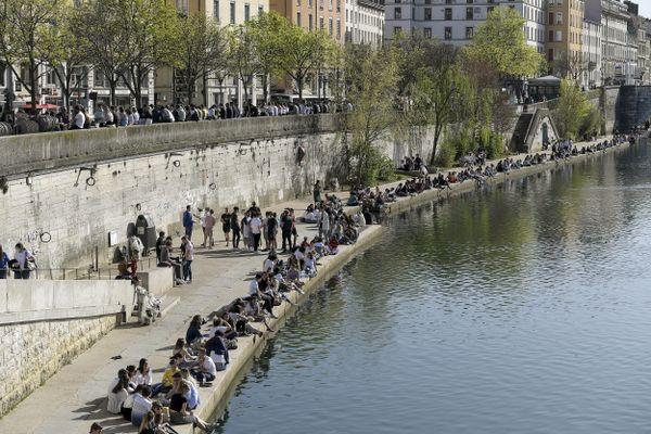 Rassemblement sur les bords de Saône, quai des Célestins à Lyon le 1 avril 2021