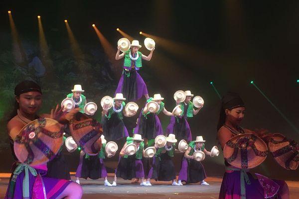 Le Cirque de Pékin, sous le chapiteau du Cirque Phénix, à Paris.