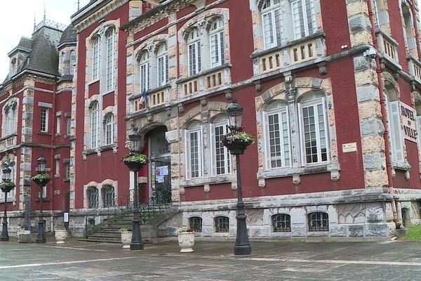 Qui pour occuper le fauteuil de maire de Lourdes ? Trois anciens concurrents du premier tour se sont alliés pour faire face au candidat divers gauche Thierry Lavit.