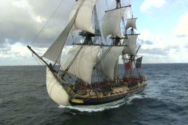 L'Hermione arrive dans la rade de Brest (Finistère), ce lundi 10 août.