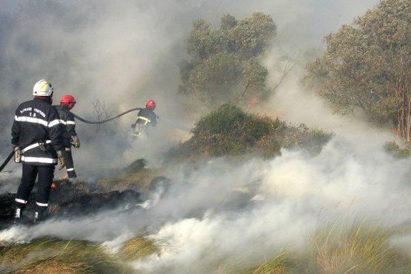 Des pompiers du SDIS 13 durant un incendie