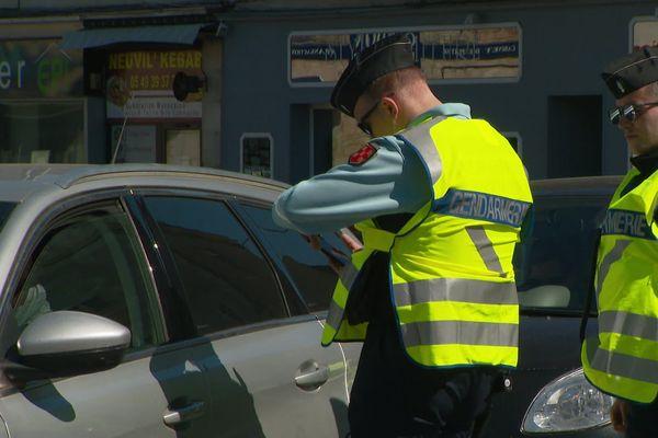 Contrôle de gendarmerie à Neuville de Poitou (Vienne)