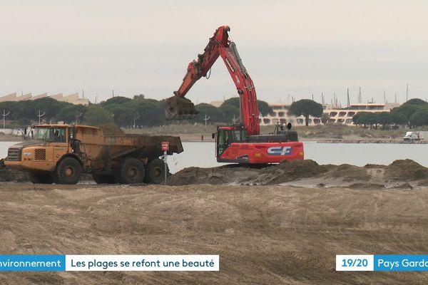 Les engins remblaient la plage du centre-ville du Grau-du-Roi