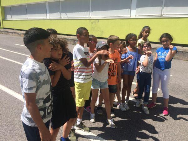 Les enfants ont pu expérimenter plusieurs styles de danse avec un professionnel.