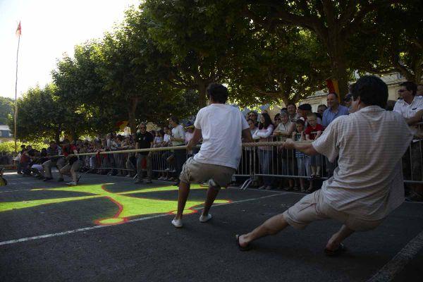 Le tir à la corde incontournable dans les fêtes de village