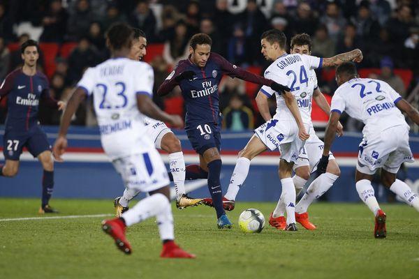 Les Parisiens ont peiné face à une défense troyenne coriace.