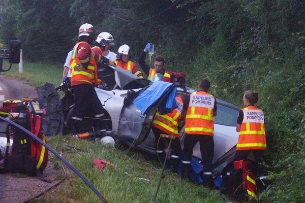 L'accident s'est produut aux alentours de 05h30 ce matin après un choc entre un camion et une voiture sur la RN21