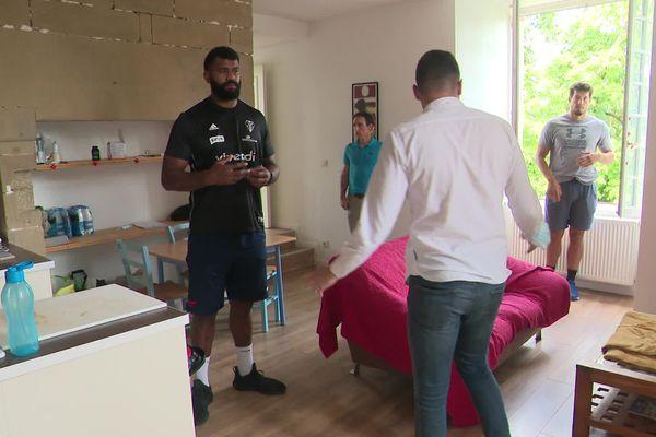 Quand Tevita Ratuva, nouveau joueur du CAB, visite un appartement avec une nouvelle agence immobilière, créée et spécialement dédiée par un Briviste.