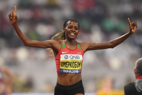 Beatrice Chepkoech lors de sa victoire en final du 3000m Steeplechase féminin, au Championnat du monde d'athlétisme de l'IAAF 2019 à Doha.