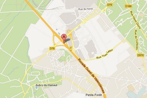 C'est à hauteur de Petite-Forêt que l'autroute A23 est coupée à la circulation dans le sens Valenciennes vers Lille