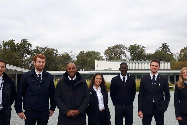 Une partie de le promotion 2018-2019 d'étudiants aviateurs, en formation à l'Enac (Ecole nationale de l'aviation civile), de Toulouse.