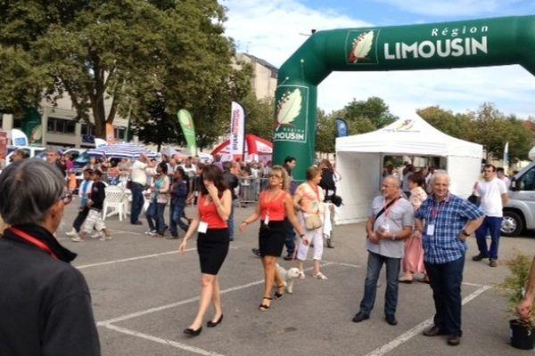 Derniers préparatifs avant le départ du 45ème Tour du Limousin ce midi au Champ de Juillet à Limoges