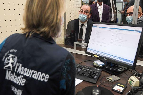 Le Premier ministre Jean Castex en visite dans une CPAM en novembre 2020
